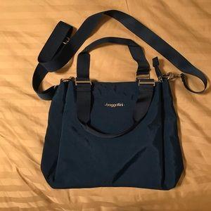 Baggallini crossbody navy bag